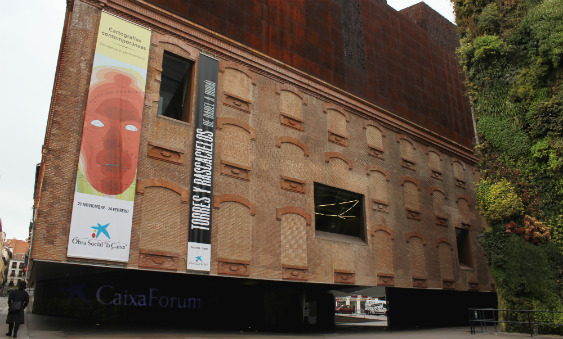 El edificio CaixaForum de Madrid es una joya arquitectónica.