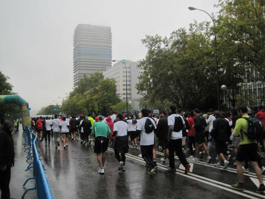 Las carreras populares ofrecen un ambiente deportivo y solidario.