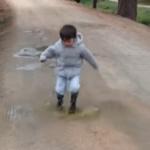 Pisar charcos: disfrutar de la lluvia con los niños