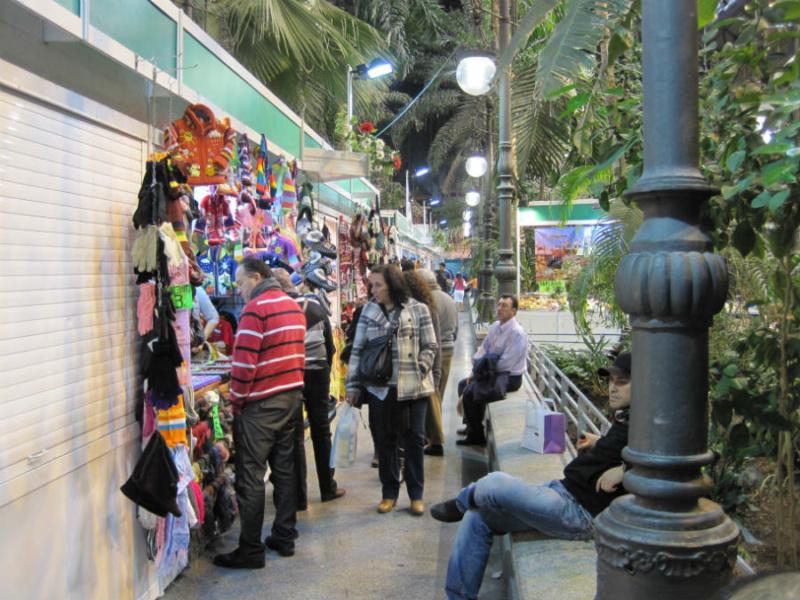 Los mercadillos y puestos de artesanía son también un atractivo de la estación, especialmente cerca de navidad.