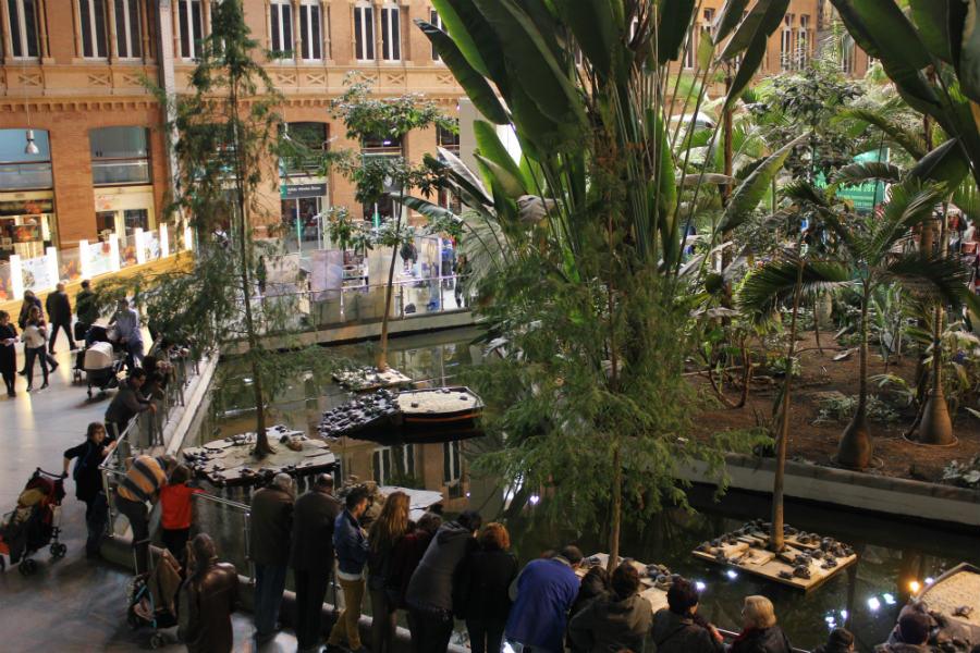 El jardín interior de la estación de Atocha se mantiene con un microclima tropical.