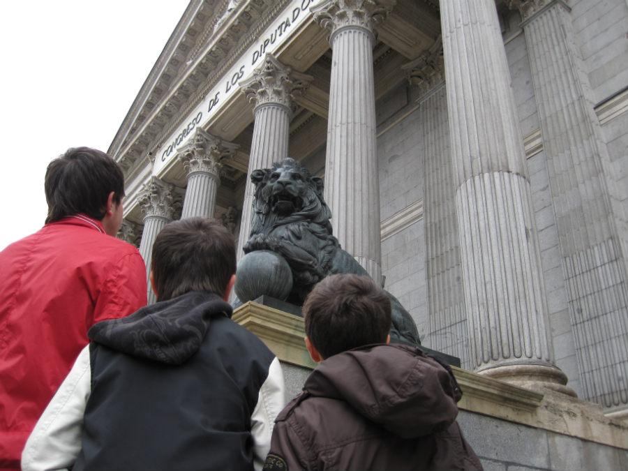 Los imponentes leones del Congreso son un símbolo de la Democracia.