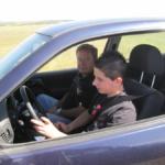 Conducir un coche a los 10 años