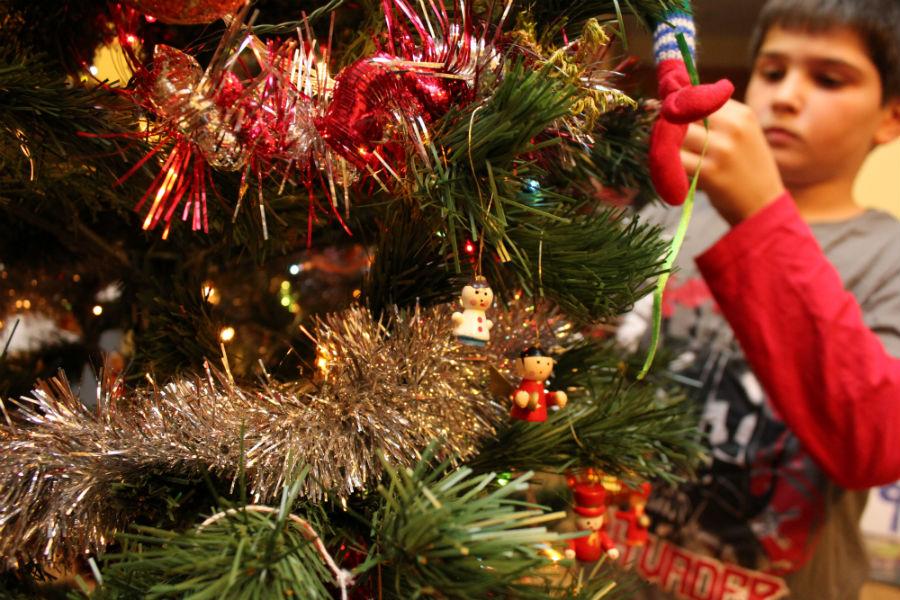 C mo decorar el rbol de navidad de casa en familia - Como se decora un arbol de navidad ...