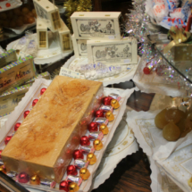 Turrón y dulces navideños en Casa Mira