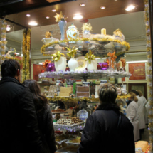 Casa Mira es la tienda de turrones decana de Madrid.