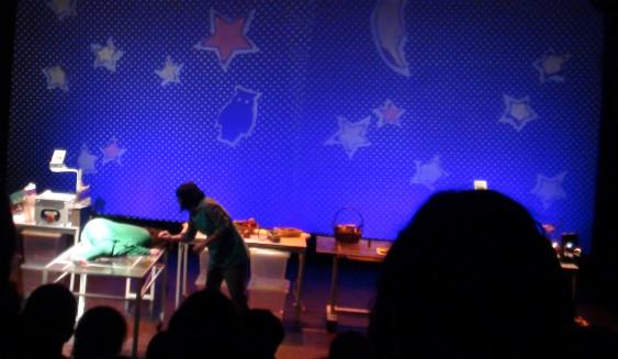 Un momento de la representación de Gárgaras en el teatro para niños Cuarta Pared.