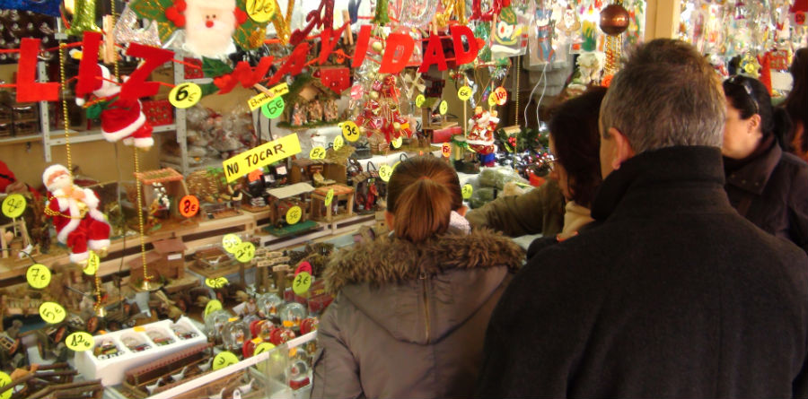 Visitamos un tradicional mercadillo navideño.