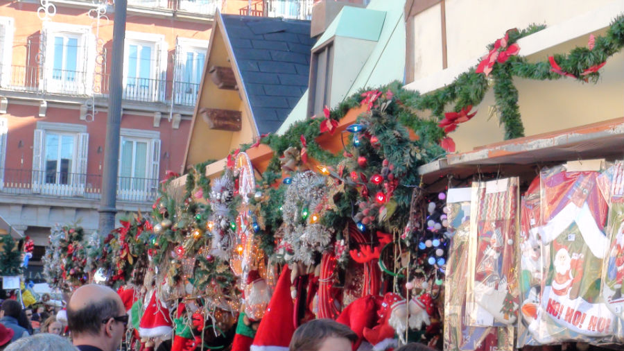 Mercadillo navideño en la Plaza Mayor de Madrid