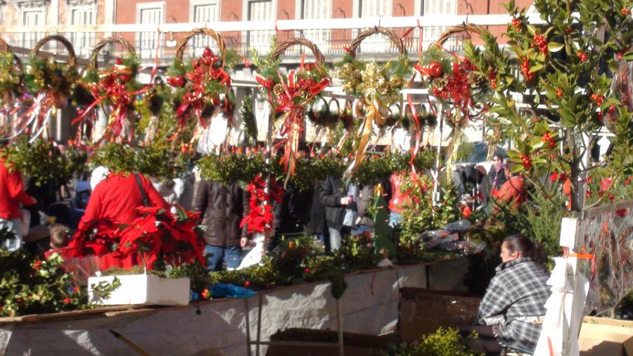 Mercado de navidad en la plaza mayor de madrid - Mercadillos de navidad ...