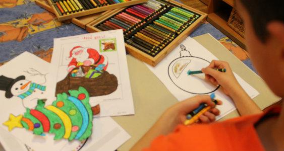 Estos días, los dibujos que pintamos son de Navidad.