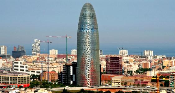 Torre Glòries (antigua torre Agbar), diseñada por Jean Nouvel, en Barcelona