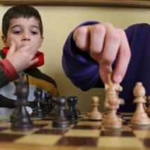 Equivocarse y ser corregidos es otra de las consecuencias de aprender a jugar al ajedrez.
