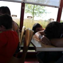 El viaje en barco por el Canal de Castilla sirve como entretenimiento o como descanso...