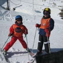 En función de la edad, hay diversas técnicas para aprender a esquiar.