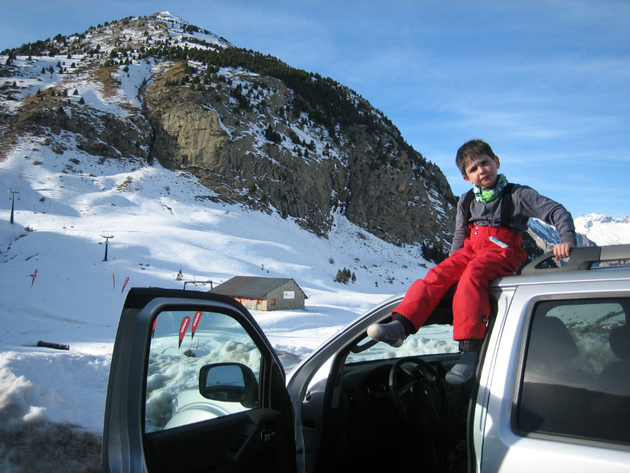 Los más pequeños también pueden disfrutar de la nieve en las pistas de esquí.