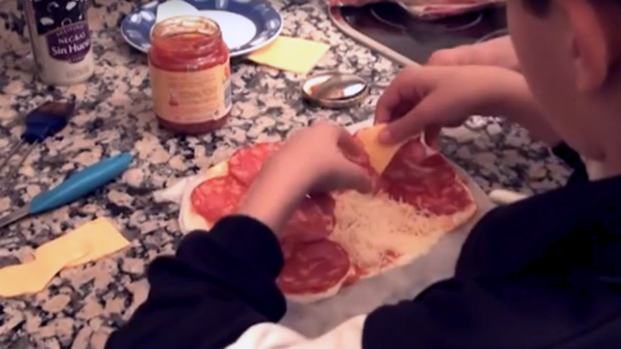 Preparamos una pizza casera con motivos divertidos