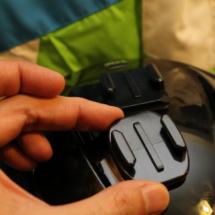 La cámara GoPro es muy práctica para fijarla en un casco: es pequeña y ligera.