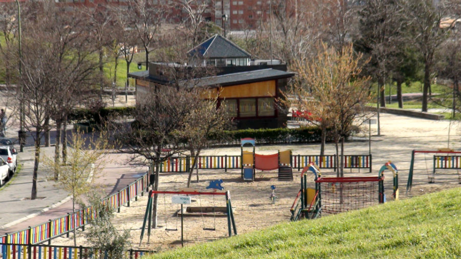 Parque con columpios para niños en el Cerro del Tío Pío