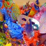 En Carnaval, todo fale para hacerse un disfraz... incluso el cotillón que te sobró en Nochevieja ;)
