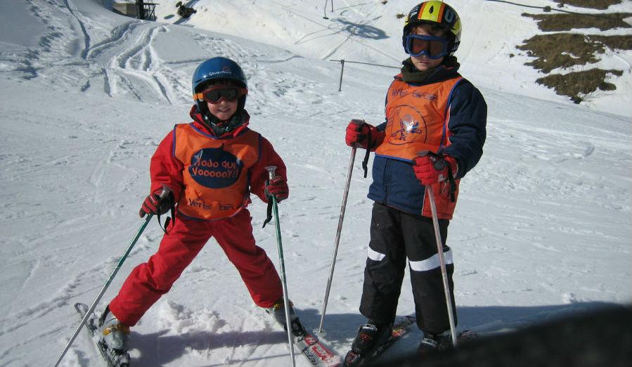 Cómo organizar un viaje para esquiar barato