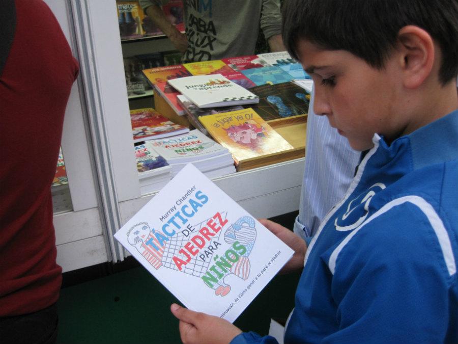 Leer un libro, de cualquier temática, es una buena forma de celebrar el Día del Libro