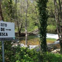 Carteles en el río Jerte