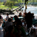 En los restaurantes del Valle del Jerte puedes disfrutar al tiempo de un buen almuerzo y de unas estupendas vistas
