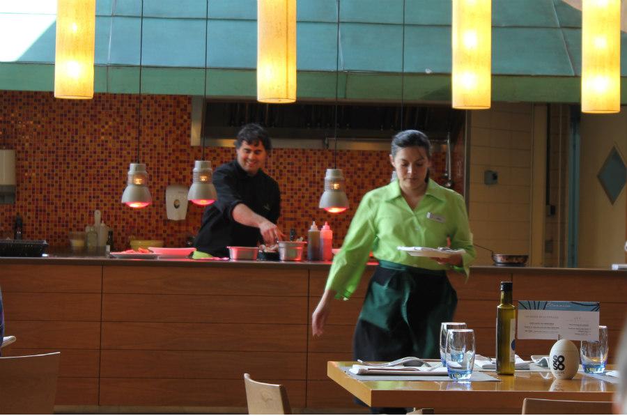 El servicio de los restaurantes Clavaría es amable y diligente