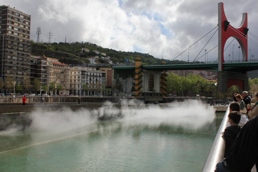 Los puentes de la ría son un atractivo más de la bella ciudad de Bilbao