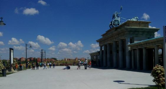 Emblemáticos monumentos europeos están representados en este parque
