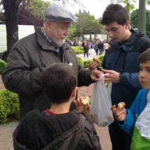 Las rosquillas de San Isidro gustan tanto a los niños como a los mayores