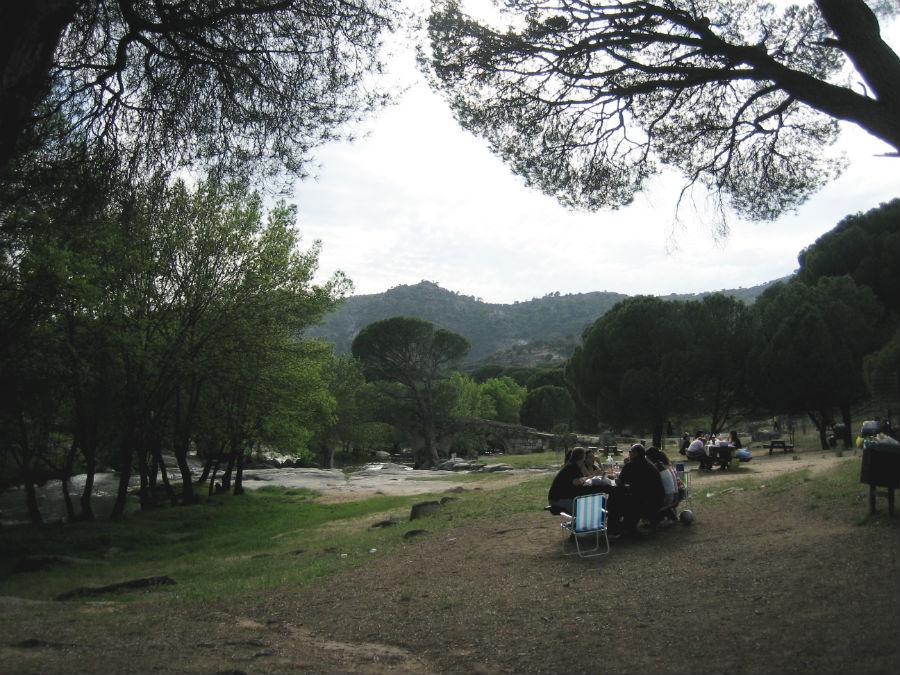 Excursión y picnic en el Puente Romano de Valdemaqueda