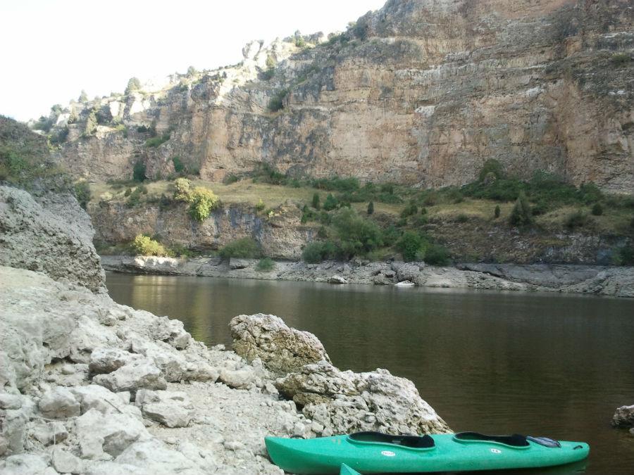 El atardecer es la mejor hora para recorrer en canoa las hoces del Duratón