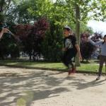 Saltar a la comba en grupo: un deporte divertido