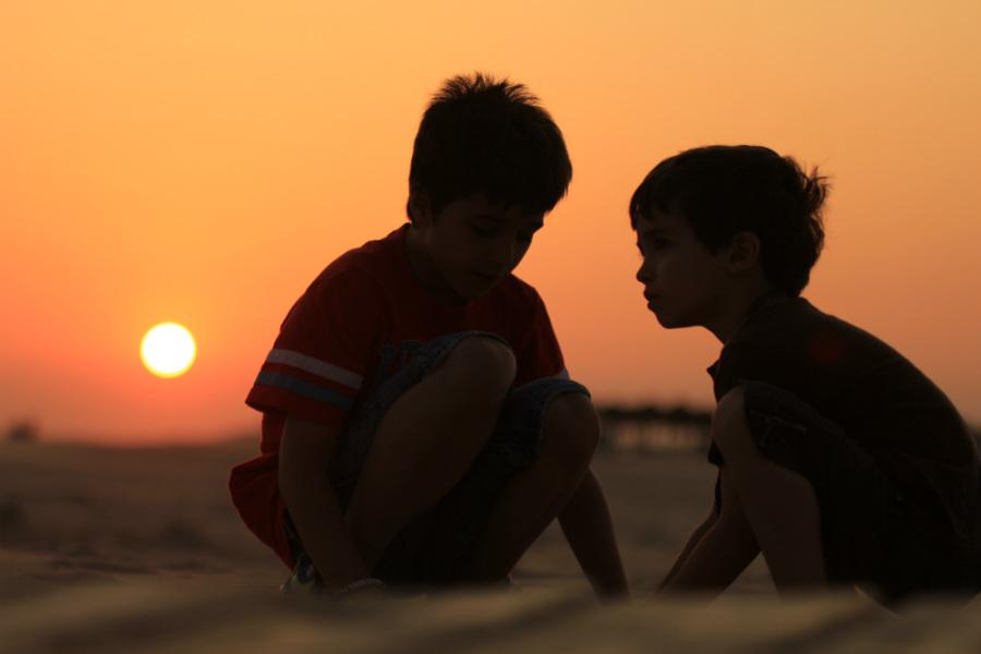 Playas de arena o de roca: todas las playas de conil son aptas para niños