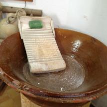'Lavadora' antigua en el Museo de las Raíces Conileñas