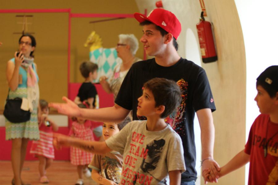 Las marionetas forman parte de la iconografía y lenguaje de los niños, incluso de los más pequeños.