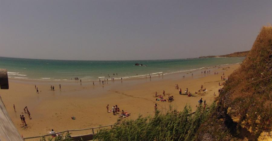 En la playa de la Fuente del Gallo no sopla el Levante en Conil de la Frontera