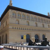 Edificio de la Lonja de Zaragoza, de estilo mudéjar