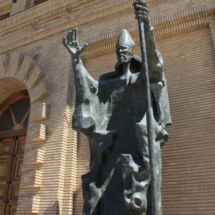 Imagen del Apóstol Santiago en la Plaza del Pilar de Zaragoza