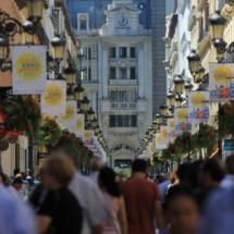 Calle comercial de Zaragoza, que desemboca en la Plaza del Pilar