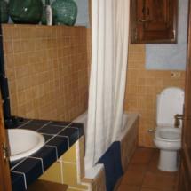 Detalle del baño de una de las habitaciones del Mas Fuselles