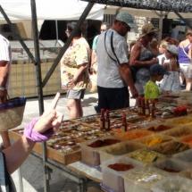 Mercadillo en Torroella de Montgrí, en la Costa Brava