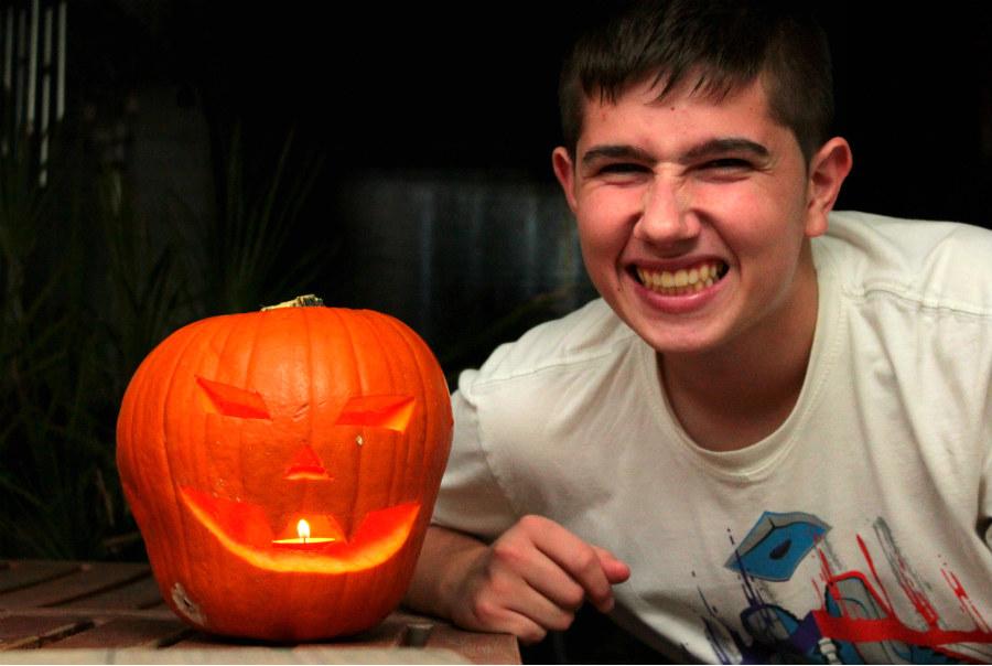 Una gran calabazada de Halloween en el centro de la mesa es indispensable
