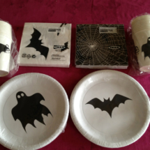 Elementos para vestir la mesa en Halloween: platos, vasos y servilletas