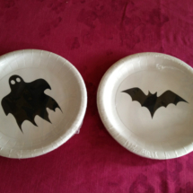 Elementos para vestir la mesa en Halloween: platos