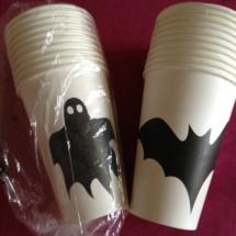 Elementos para vestir la mesa en Halloween: vasos