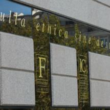 Detalle de la fachada del Auditorio Sony, en Madrid