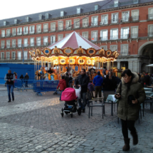 Tiovivo tradicional en la Plaza Mayor de Madrid